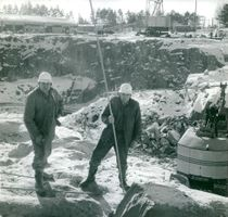 The explosive guys take a break in the huge Marviken pit