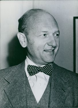 Side view angle of David Lilienthal, smling.