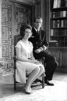 Juan Carlos I sitting with his wife.