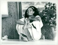 Eartha Kitt jokes in meditation bag