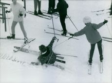 Queen Juliana with her family enjoying skiing on snow.