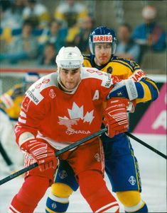 Sport: Ice Hockey World Cup 1993 - Eric Lindros in battle with Sweden's Janne Larsson
