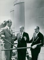 Engineer Johan Decker and Esso's CEO Knut G-son Bergström flanking county governor Erik Westerlind at Berg's oil harbor in Nacka