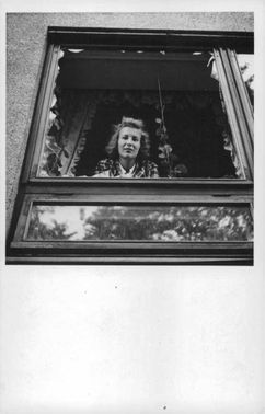 A woman looking at the window during the Finnish war, 1941.