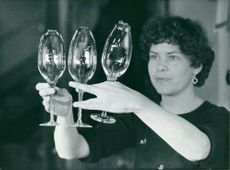 Ingalill Svensson calls wine glasses at Älghult glass mill