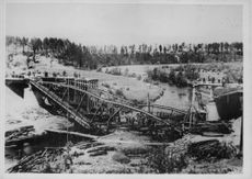 A destroyed bridge, German front in Eastern Venture workers.  - 1942.