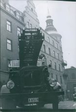 A fire brigade vehicle in front of a building.