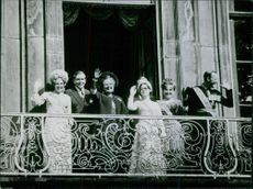 Princess Beatrix with other women, standing in balcony waving and smiling. 1966