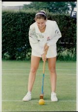 The tennis player Monica Seles plays the crochet