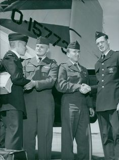 This summer's international air boyfriends exchange started for Sweden when five American boys from the Cadet Civil Air Patrol arrived at Bromma in an American miltärplan.