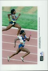Gwen Torrence runs the last bite and takes gold under the 4x100 meter final during the Olympics.