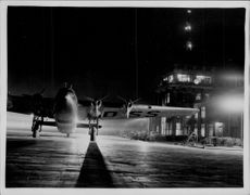 "Imperial Airways new passenger plan ""Egeria"" arrives at Croydon Airport from Paris"