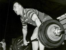 During SM in weight lifting Ingvar Asp raises so much that he screams
