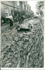 Floods 1966-1989:Resident of quex road.