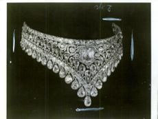 One of the beautiful jewel necklace that is part of the Russian crown jewels.