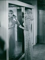"""Stella Stevens brushing her hair in front  of the mirror during the making of """"Sol Madrid"""". Photo taken on July 16, 1967."""