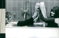Inger Taube and Thomas Janson in a bathtub from a scene of
