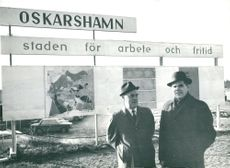 Oskarshamn. The chairman of the chamber Nils Falk and the chief of law Torsten Karlsson during the attractive slogan of Oskarshamn