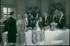 A scene from the film Säg det i toner (Say it in the toner) with Jenny Hasselquist,  Stina Berg and Tore Svennberg, 1929.