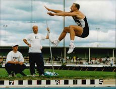 Mattias Sunneborn jumps for a long jump under Friidrotts SM.