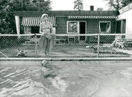Carl-Gustaf Lindstedt at home in the pool together with his wife Tully