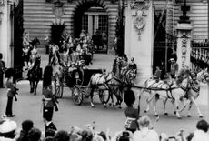 The royal family members arrive with the shortcut to the wedding party at Buckingham Palace