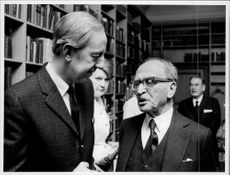 Portrait image of Bengt Feldreich and Professor Dennis Gabor, awarded the Nobel Prize in Physics 1971.