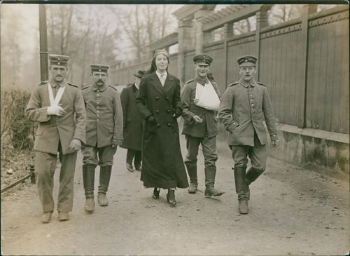 World War I 1914-18 Wounded soldiers and officers walking with a woman.
