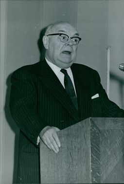 Paul-Henri Spaak is stating his speech. August 2, 1972