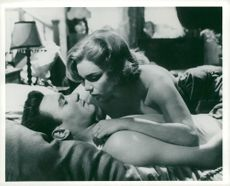 "Simone Signoret in the movie ""Place on top"""