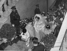 Soraya Esfandiary Bakhtiari 's wedding, wearing a white royal gown with the crown,