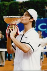 Carlos Moya kisses the cup after winning the Monte Carlo Open 1998