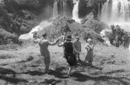 Juliana of the Netherlands with her husband Prince Bernhard, a man, a woman, and a police officer, enjoying the beauty of the water falls, February 1969.