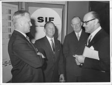The exhibition at the Technical Museum was admired by LO-ordf. Arne Geijer, Ing. Harald Adamsson, CEO. Bertil Kugelberg and Intendent Torsten Althin