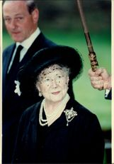 Queen Elizabeth will help keep the umbrella during an event.