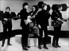 Eric Haydock, Graham Nash, Bpbby Elliot, Allan Clake and Tony Hicks in the pop group The Hollies