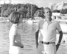 Juan Carlos I standing with a woman.