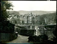 A photo showing the Abbotsford House.