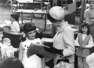 Prinsessan Anne interacting with kids.