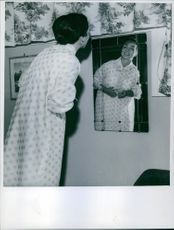 Astrid Blesvik looking at herself in the mirror.