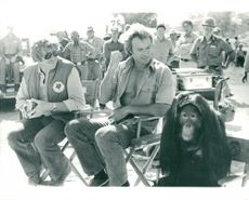 "Clint Eastwood with director James Fargo and the opponent Orangutan ""Clide"" during the recording of the movie ""The Wild Fight"""