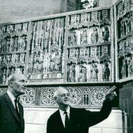 Lund Cathedral. The newly restored altar cabinet from 1398 is admired by prosecutor Yngve Ahlberg and cathedral architect Eiler Graebe