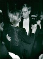 Carl Bildt is dancing with his wife Mia