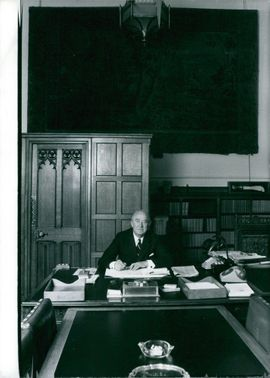 British Politician, Lord-Elwyn Jones in the Lord Chancellor's Office in the House of Lords.