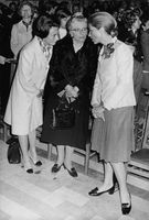 Queen Paola in a conversations with women at an event.