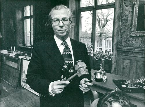 Portrait Rector Gunnar Hoppe, got 3 chairman clubs during the session in the ghost castle.