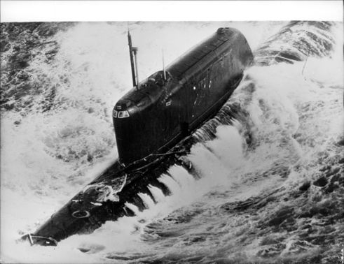 Russian nuclear submarine, class H, has had nuclear reactor failure in the middle of the Atlantic