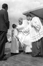 Pope Paul VI with people.