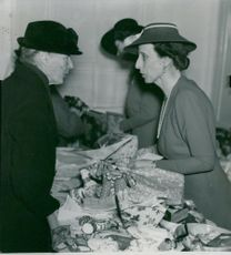 Louise Mountbatten participates in a sale at Bikupan's store