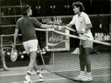 Soviet tennis player Vadim Borisov shakes hands over the net with Mats Wilander during Davis Cup 1982